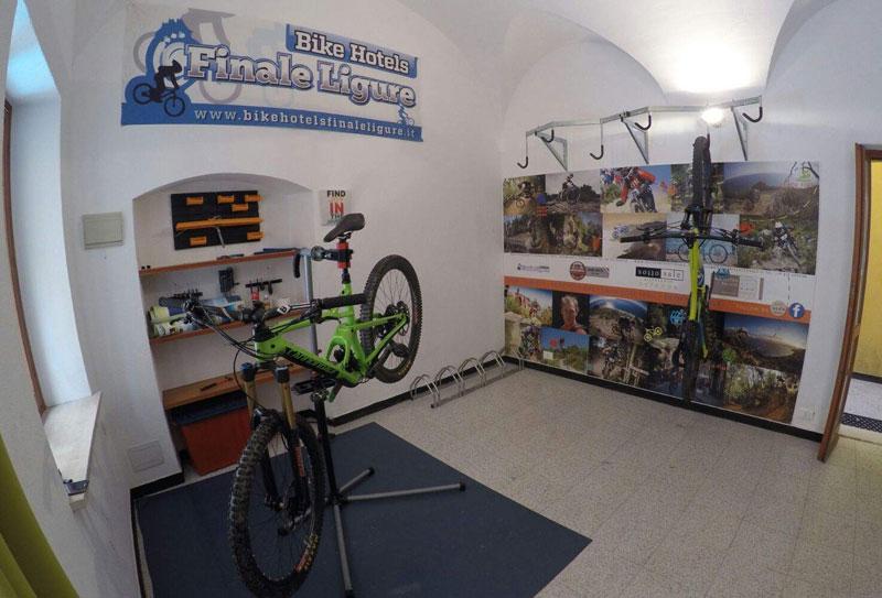 hotelsanpietropalace-bikeroom-hotel-riparazioni